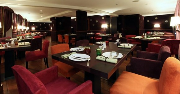 Restaurant h l ne darroze la salle manger paris 6 me for Restaurant a lasalle