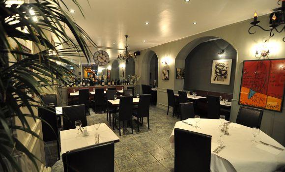 Restaurant la table des gourmets paris 4 me fran ais for Cave a vin design contemporain