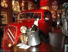 restaurant auto passion caf paris 14 me fran ais. Black Bedroom Furniture Sets. Home Design Ideas
