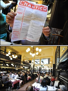 Photo restaurant paris Chartier - Toujours plein de monde et une carte imprimée chaque jour.